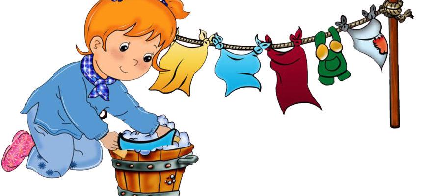 Девочка стирает вещи. Как рассказать детям о труде.
